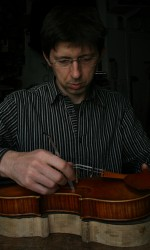 Andreas Hudelmayer adjusting a violin